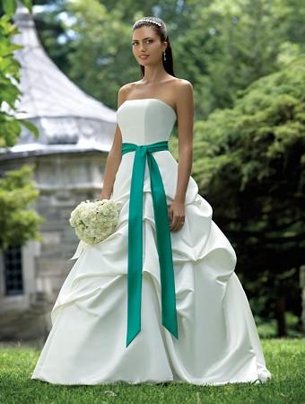 Рокля,сватбена бяла с зелен колан